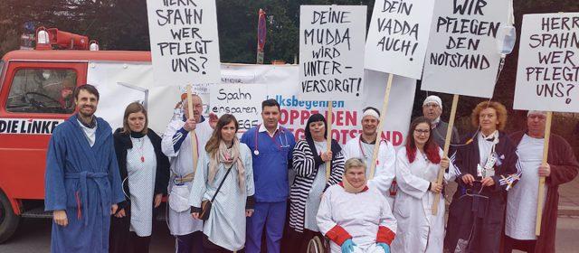"""Stoppt den Pflegenotstand"" auf dem Nürnberger Faschingszug"